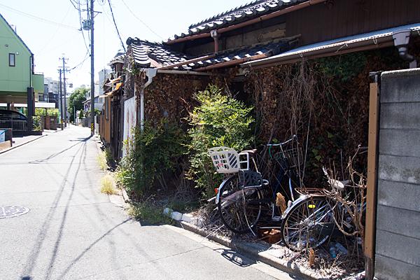 廃屋と自転車