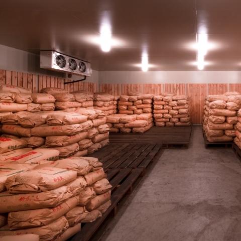 米倉庫の中