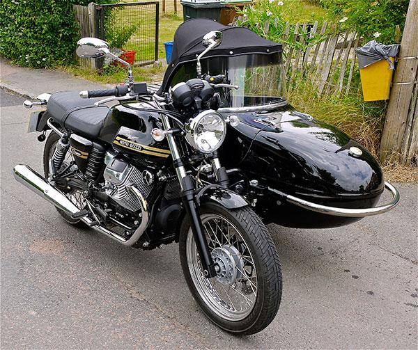 Moto_Guzzi_V7_Classic__Sidecar_-_Flickr_-_mick_-_Lumix.jpg