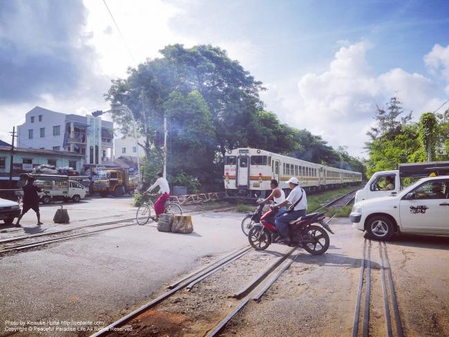 ミャンマー ヤンゴンの鉄道