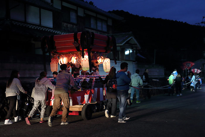 新住八幡神社 オカリヤ行事2