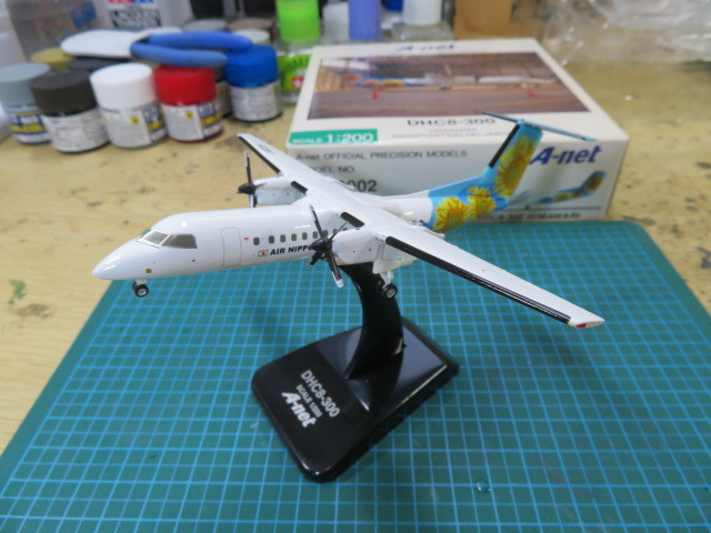DHC8-300 完成品 1/200