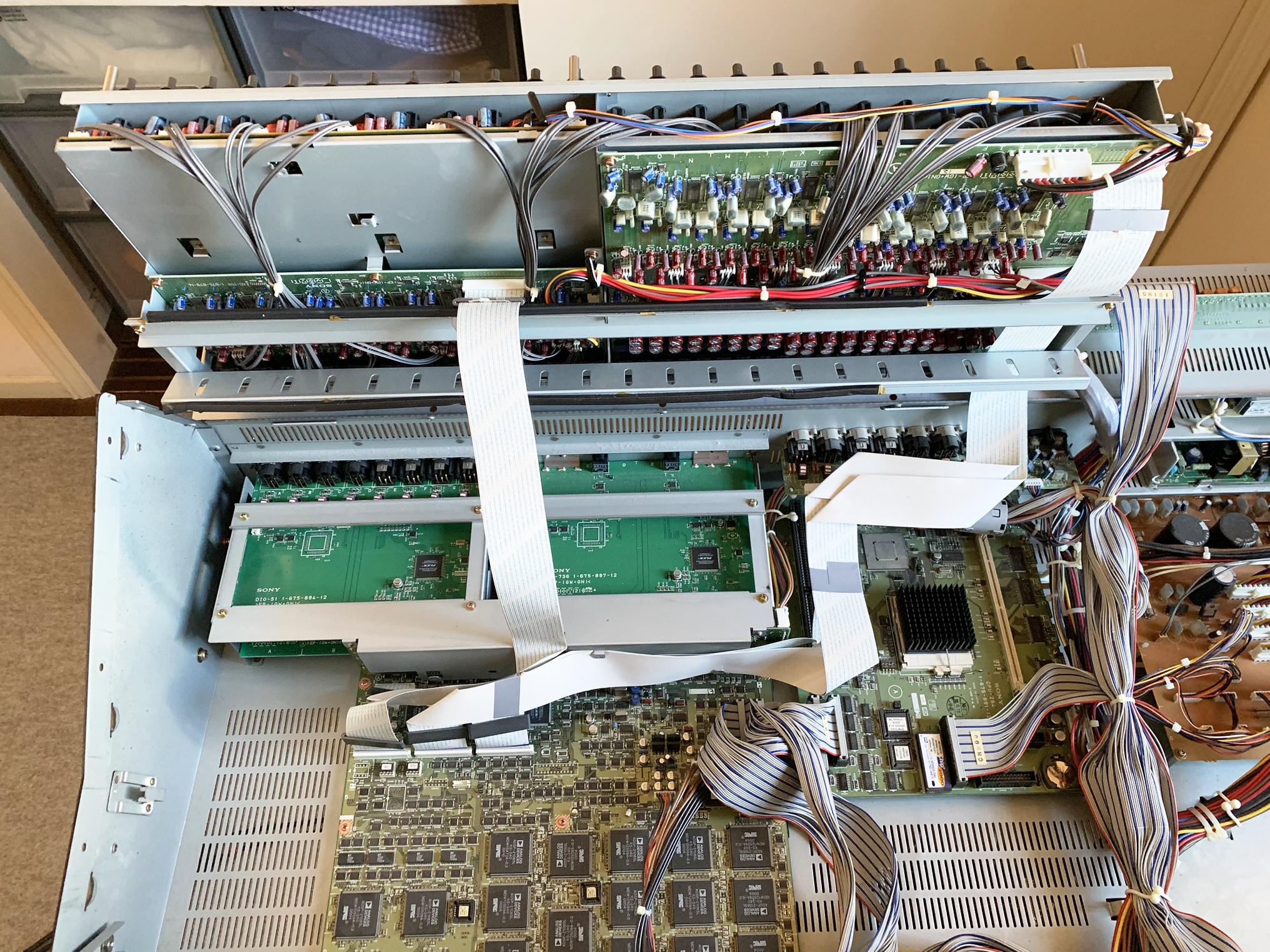 DMX-R100-Open4.jpg