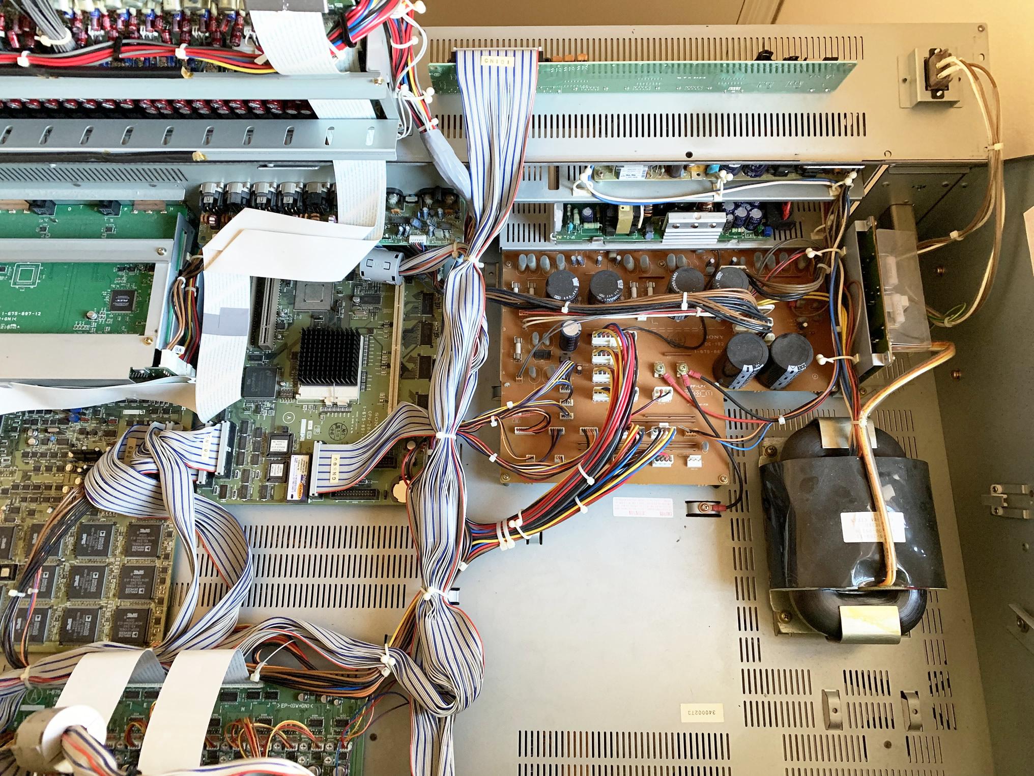 DMX-R100-Open5.jpg