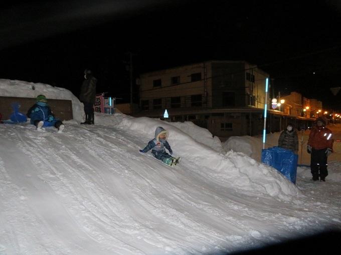 雪の滑り台 (2)