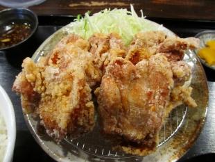 吉田屋新大前 唐揚定食 (2)