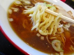 坂新 醤油ラーメン 麺スープ
