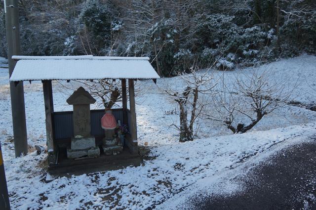 雪の地蔵、庚申塔