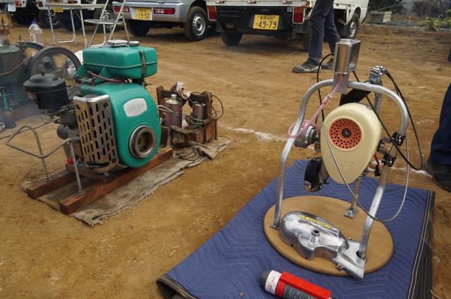 川崎の空冷エンジンとモペット用のエンジン