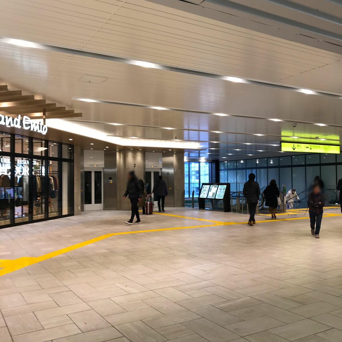 001所沢駅東口