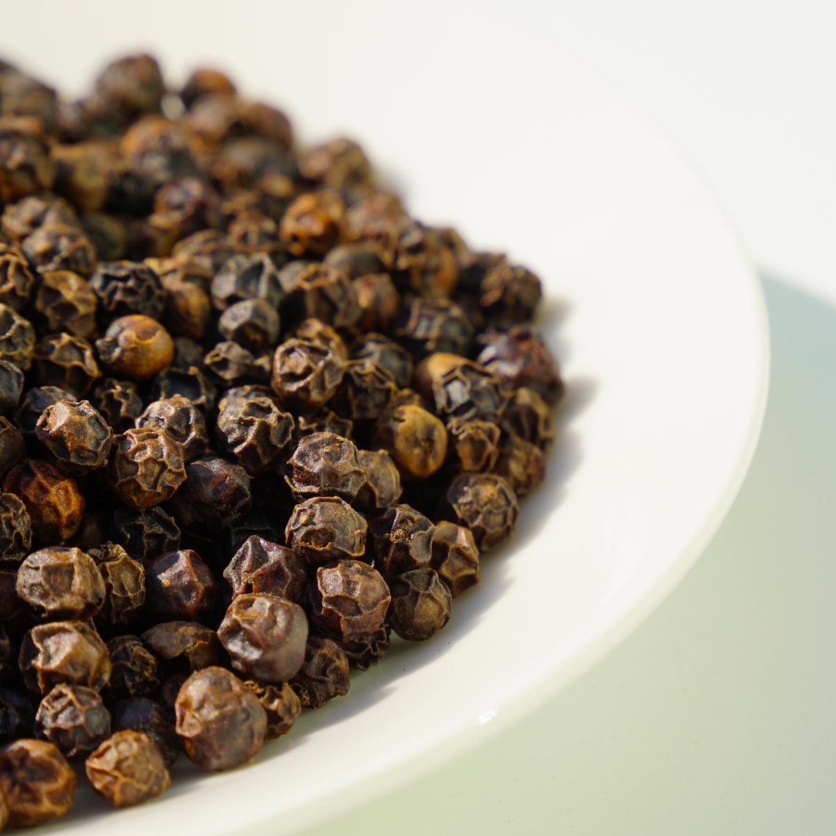 ブラックペッパー精油の効果効能とおすすめの使い方、相性の良い香り