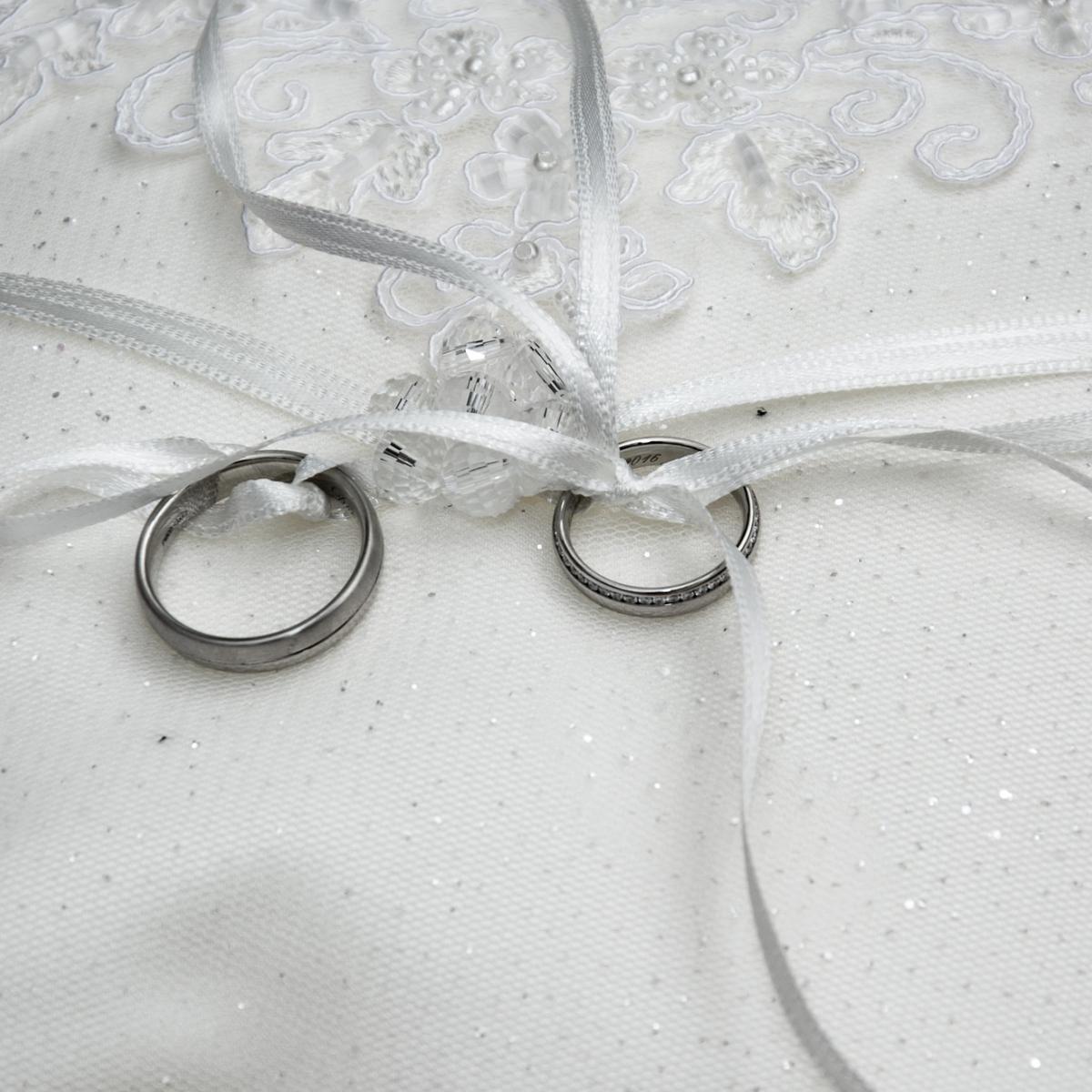 wedding-rings-1578187_1920.jpg