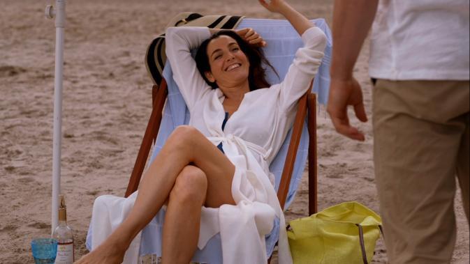 tks1e8-Ayelet Zurer as Leah