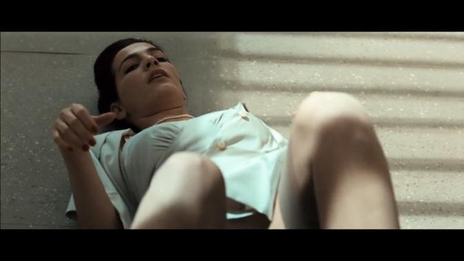 ar-Ayelet Zurer as gina Grey dog
