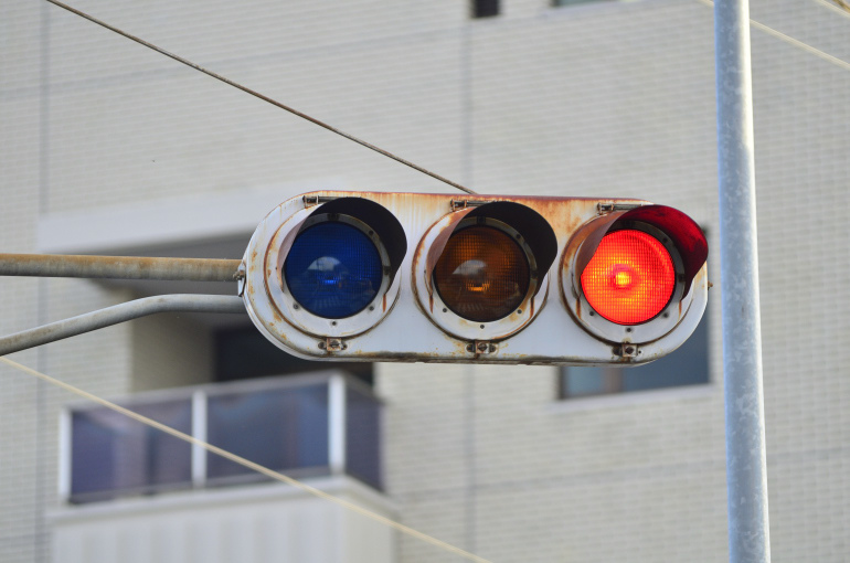 日本信号・2代目丸型(群馬濃色レンズ) 〈群馬県富岡市・七日市病院東〉