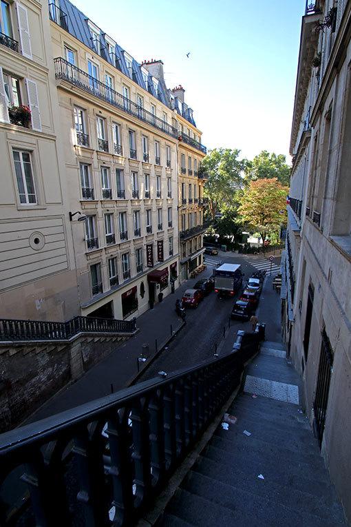 パリの道 ベルフォン通りからピエール・スマール通りへの階段