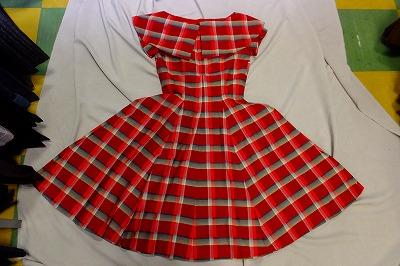 047fdab2888f7 50s セーラー風 大きな襟 赤黒 グラデーションチェック ワンピース サーキュラースカート サーキュラードレス 1950年代(02 24)