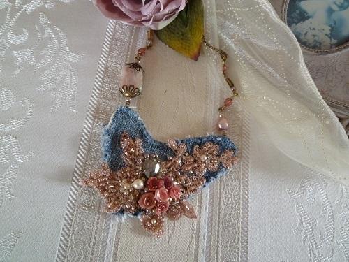 デニムと薔薇のネックレス