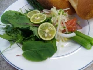 サーモンとグリーンアスパラガスのサラダ