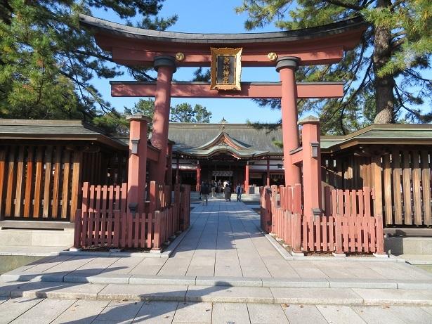 気比神宮 鳥居と拝殿