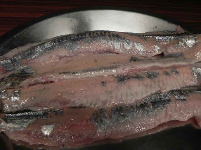 002秋刀魚三枚下ろし (2)