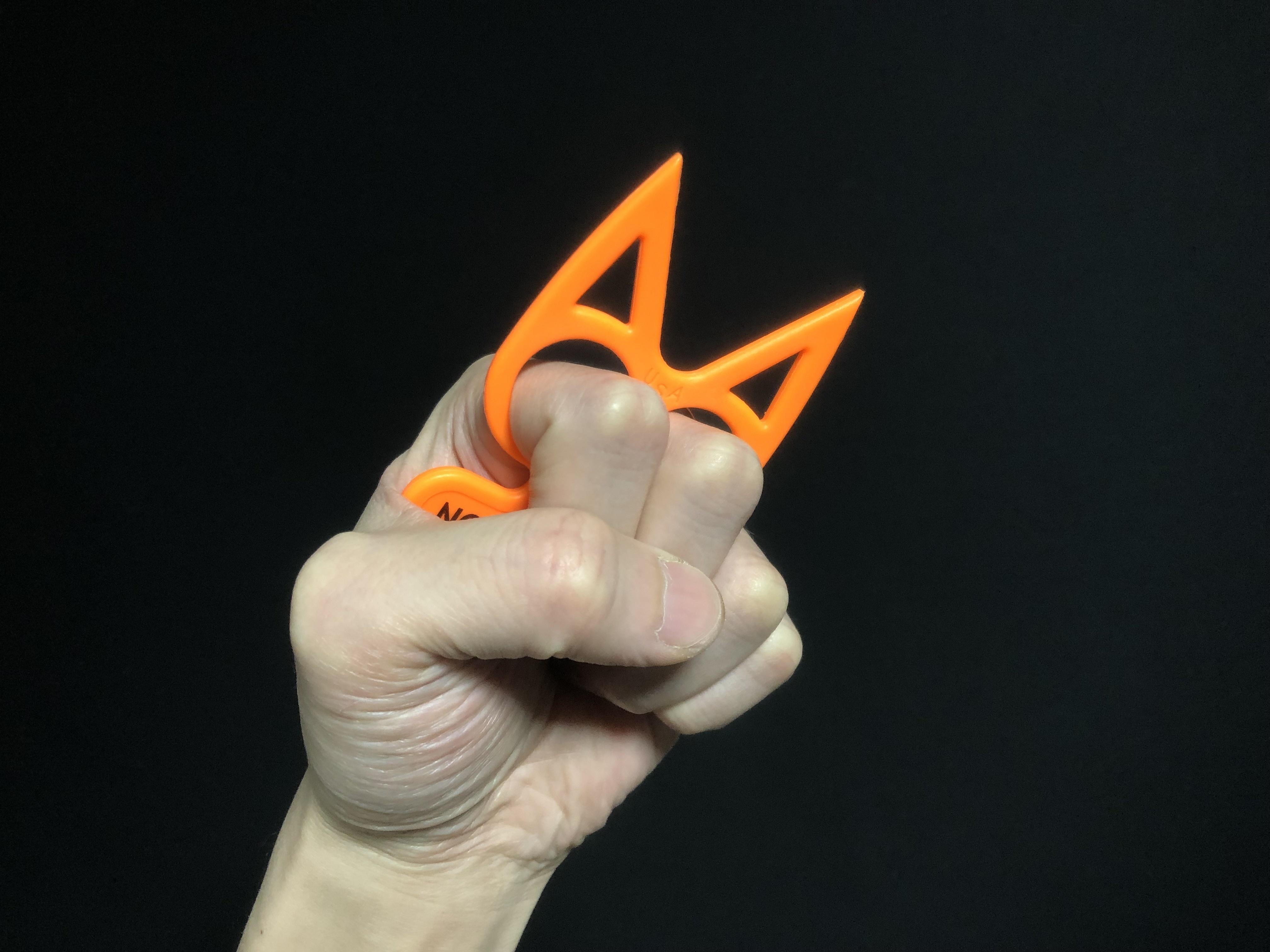 7実物 NOVESKE Equalizer Keychain Plastic marked MADE IN USA!! ノベスケ ノベスキー キャットナックル キーチェーン 護身用 雑貨 小物 ミリタリー!!購入 レビュー