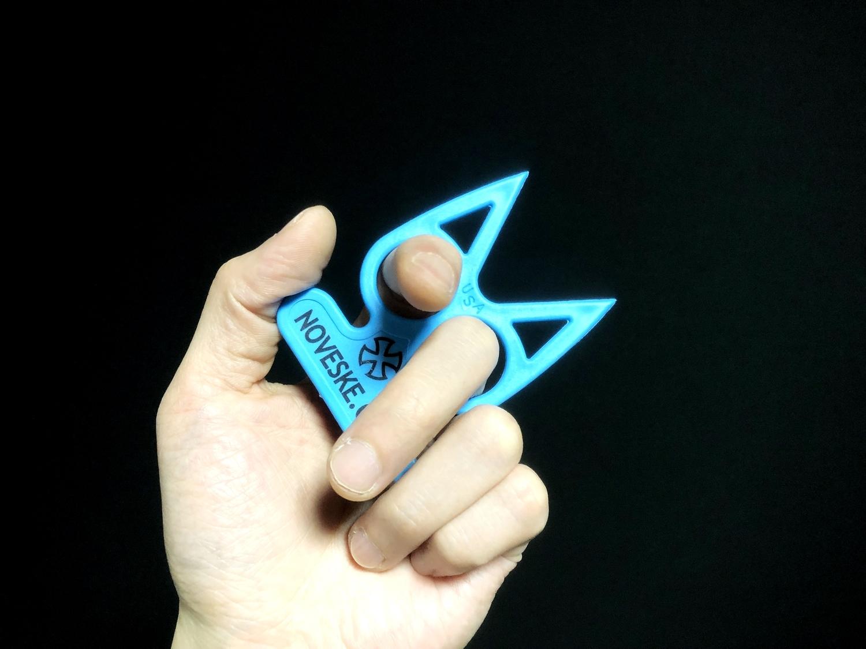 8実物 NOVESKE Equalizer Keychain Plastic marked MADE IN USA!! ノベスケ ノベスキー キャットナックル キーチェーン 護身用 雑貨 小物 ミリタリー!!購入 レビュー