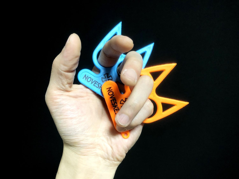 10実物 NOVESKE Equalizer Keychain Plastic marked MADE IN USA!! ノベスケ ノベスキー キャットナックル キーチェーン 護身用 雑貨 小物 ミリタリー!購入 レビュー