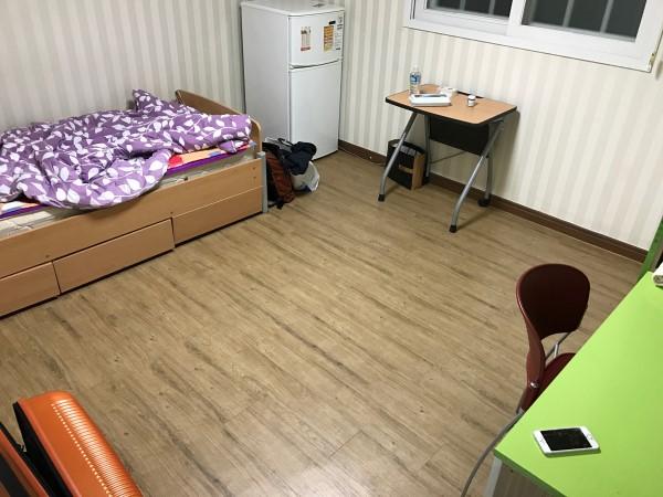 玄関側から見た寮の部屋