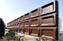 巨大チョコレート看板