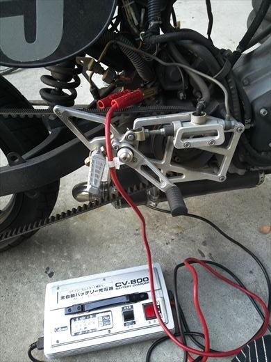 単車のバッテリー充電 (9)