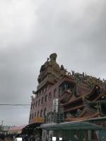 廟の横では平安粥がふるまわれます190206