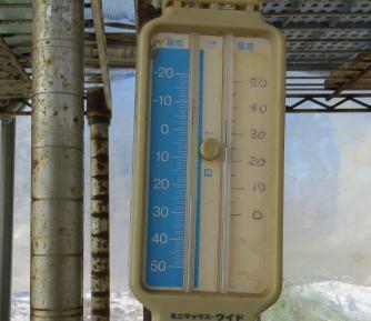 ビニールハウスの中(温度計)