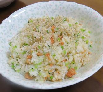 小カブの茎と鮭の混ぜご飯