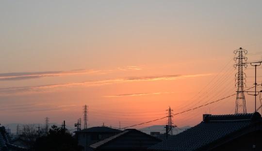 2019-2-5本日の夜明け、紫色の細い雲6時50分