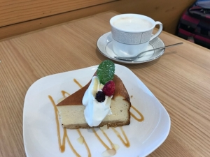 201811 komae チーズケーキとハニージンジャーラテ
