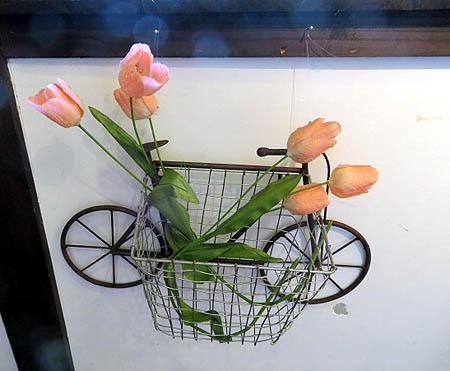 0306自転車にチュ-リップ