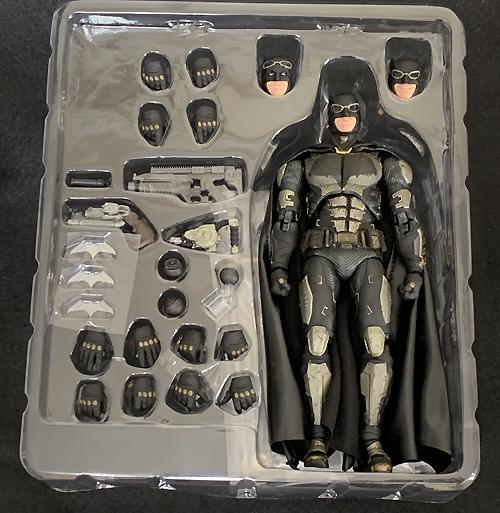 MAFEX / マフェックス バットマン タクティカル スーツ バージョン