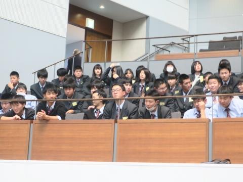 「高校生達が議会傍聴に来てくれました!」②