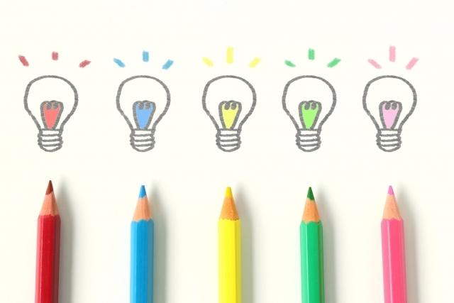 色鉛筆 電球 アイデア 発想