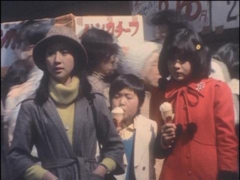 現代に戻ってきた泉先生・次郎・ユリカの3人