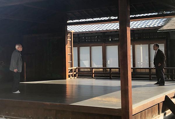 玉野しおさい狂言会代表斉藤氏と田中氏による『以呂波』舞台稽古風景