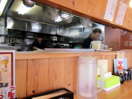 厨房前がカウンター席