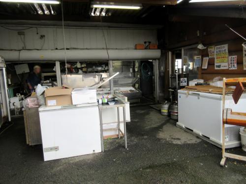 鮮魚売場の横がイートイン入口