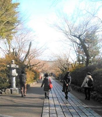 1月 ゆるぶ 石山駅 4人 歩く