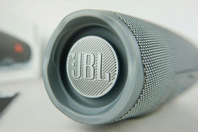 JBL_CHARGE4_04.jpg