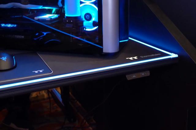 Level_20_RGB_BattleStation_Gaming_Desk_03.jpg