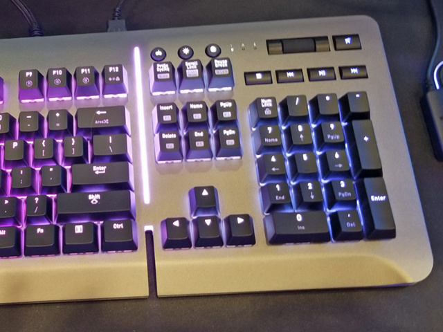 Level_20_RGB_Gaming_Keyboard_03.jpg