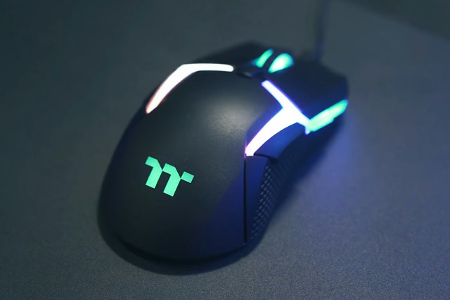 Level_20_RGB_Gaming_Mouse_01.jpg