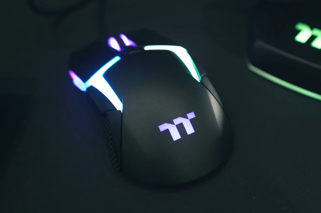 Level_20_RGB_Gaming_Mouse_02.jpg